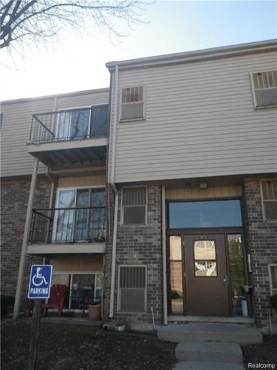 Clinton Township Condo/Townhouse For Sale: 38261 Fairway Crt
