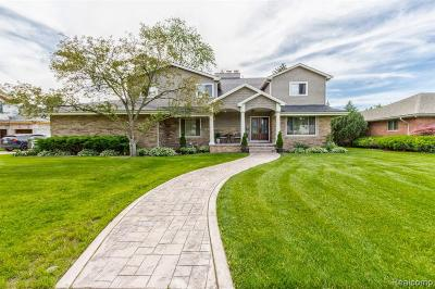 Dearborn Single Family Home For Sale: 161 Woodcrest Dr
