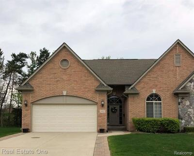 Shelby Twp Condo/Townhouse For Sale: 2495 Kentwood Dr