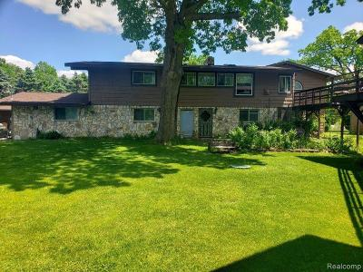 Lapeer Multi Family Home For Sale: 1392 Maple Grove Rd