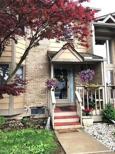 Harrison Twp Condo/Townhouse For Sale: 25980 Saint Clair Pl