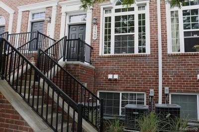 Pleasant Ridge Condo/Townhouse For Sale: 23980 E Woodward Ave