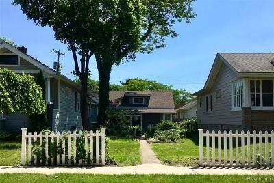 Royal Oak Single Family Home For Sale: 209 S Maple Ave