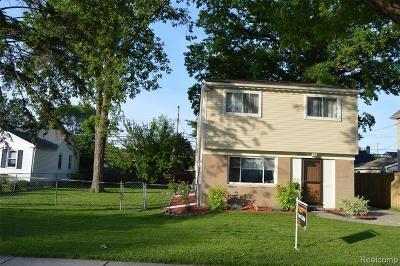 Saint Clair Shores Single Family Home For Sale: 22660 Maxine St
