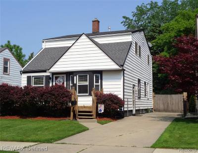 Royal Oak Single Family Home For Sale: 1015 Hoffman Ave