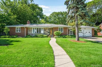 Royal Oak Single Family Home For Sale: 1609 W 12 Mile Rd