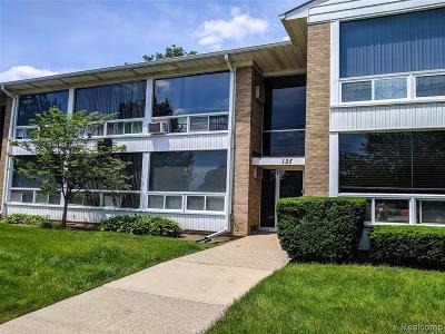 Birmingham Condo/Townhouse For Sale: 125 E 14 Mile Rd
