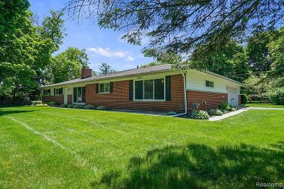 Rochester Hills Single Family Home For Sale: 1881 Walton Blvd