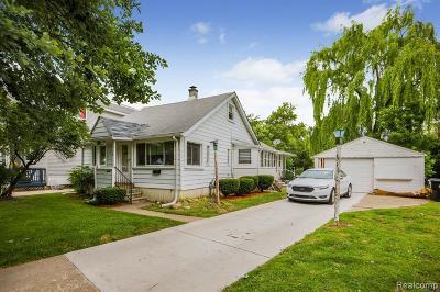 Wayne Single Family Home For Sale: 15588 Leona Dr