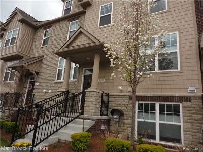 Rochester Condo/Townhouse For Sale: 2637 Helmsdale Cir