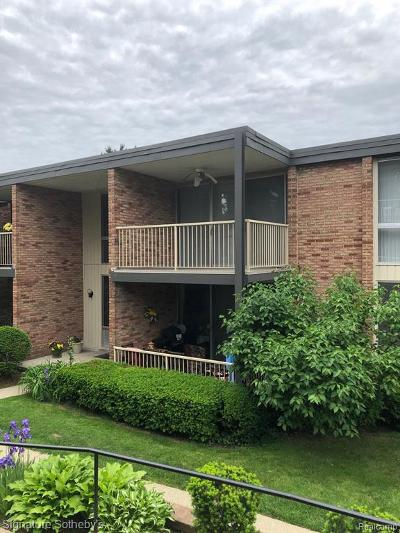 Bloomfield Hills Condo/Townhouse For Sale: 4041 W Maple Rd