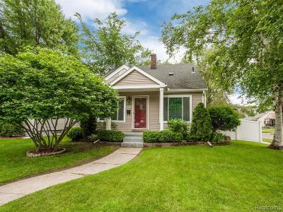 Royal Oak Single Family Home For Sale: 2200 Sprague Ave