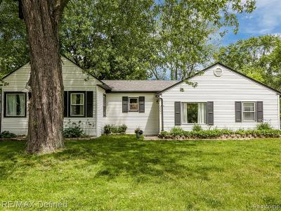 Rochester Hills Single Family Home For Sale: 3351 Grant Rd