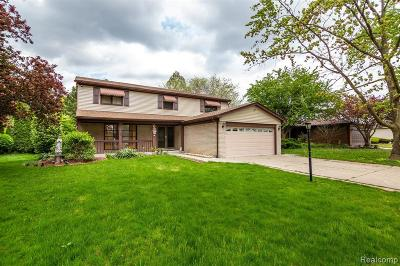 Macomb Single Family Home For Sale: 4239 Gloucester Dr