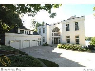 Oakland Single Family Home For Sale: 7043 Hillside Dr