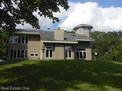 Oakland Single Family Home For Sale: 7700 Pontiac Lake Rd