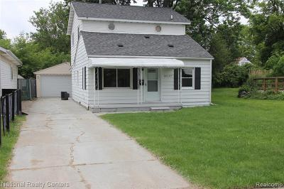 Macomb Single Family Home For Sale: 26739 Syracuse Ave