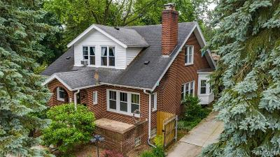 Royal Oak Single Family Home For Sale: 1545 W 12 Mile Rd