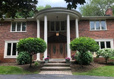 Rochester Hills Single Family Home For Sale: 6225 N Rochester Rd N