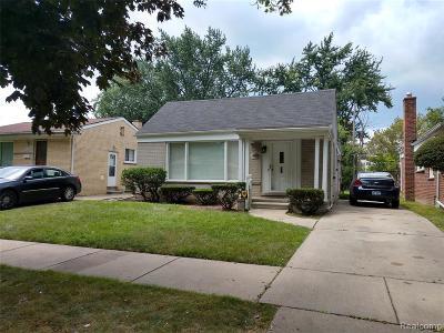 Oak Park Single Family Home For Sale: 21911 Avon Rd