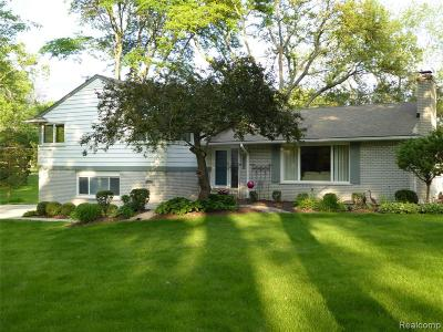 Bloomfield Hills Single Family Home For Sale: 3933 Far Hill Dr