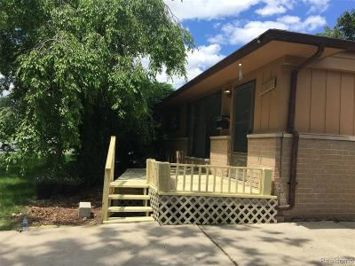 Macomb Single Family Home For Sale: 11615 Stamford Ave