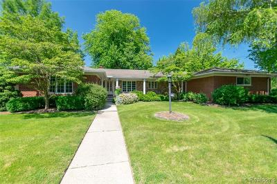 Grosse Pointe Woods Single Family Home Pending: 622 Fairford Rd
