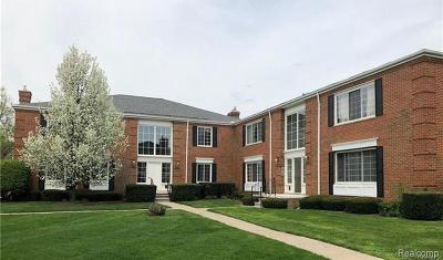 Bloomfield Hills Condo/Townhouse For Sale: 694 E Fox Hills Dr
