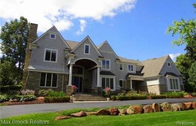 Oakland Single Family Home For Sale: 24811 Franklin Park
