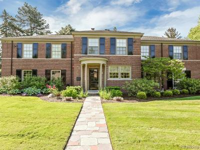 Grosse Pointe Park Single Family Home For Sale: 688 Balfour St