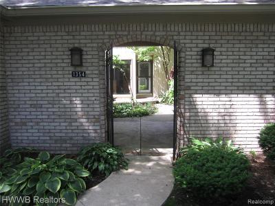 Bloomfield Hills Condo/Townhouse For Sale: 1354 Bramblebush Run