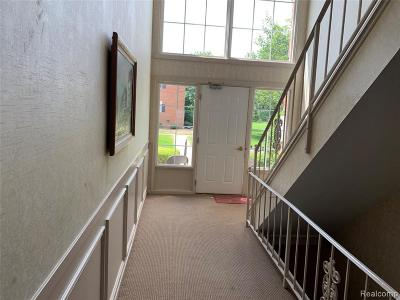 Bloomfield Hills Condo/Townhouse For Sale: 682 E Fox Hills Dr