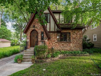 Pleasant Ridge Single Family Home For Sale: 46 Kensington Blvd
