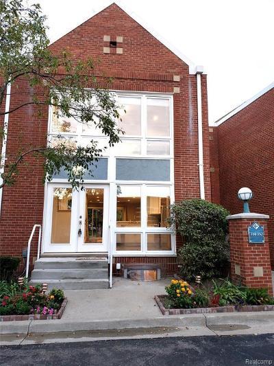 Detroit Condo/Townhouse For Sale: 334 W Crescent Ln