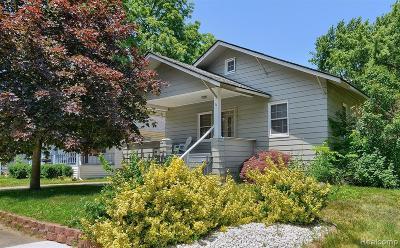 Clawson Single Family Home For Sale: 111 E Tacoma St