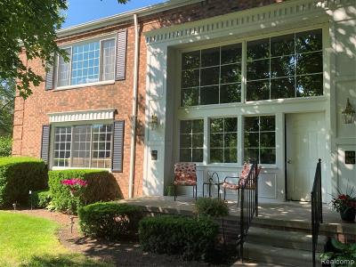 Bloomfield Hills Condo/Townhouse For Sale: 653 E Fox Hills Dr
