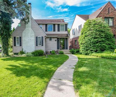 Grosse Pointe Park Single Family Home For Sale: 26 Village Ln