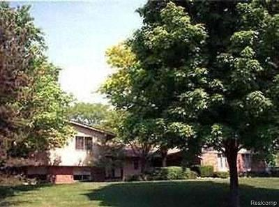 West Bloomfield Single Family Home For Sale: 2666 Peterboro Rd
