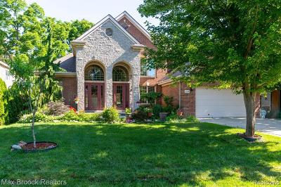 West Bloomfield Single Family Home For Sale: 2148 Langham Dr