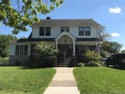 Grosse Pointe Woods Single Family Home For Sale: 1497 Hawthorne Rd