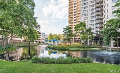 Detroit Condo/Townhouse For Sale: 1001 W Jefferson (300 Riverfront)