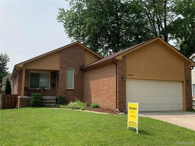 Saint Clair Shores Single Family Home For Sale: 22910 Garfield St