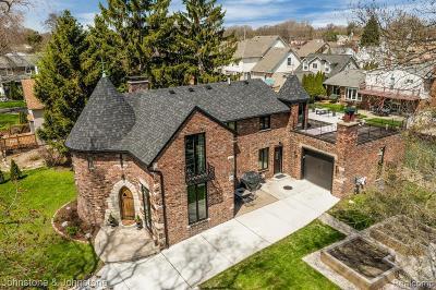 Saint Clair Shores Single Family Home For Sale: 22501 Beach St