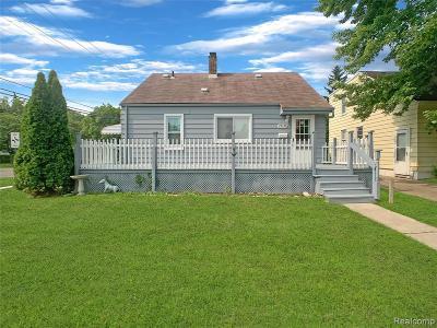 Harper Woods Single Family Home For Sale: 19476 Woodside St