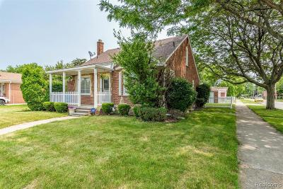 Dearborn Single Family Home For Sale: 7402 Robindale Ave