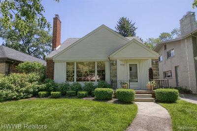 Huntington Woods Single Family Home For Sale: 25222 Parkwood Dr