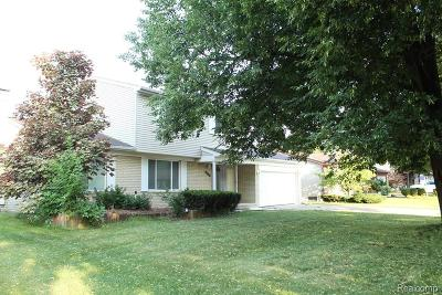 Warren Single Family Home For Sale: 29758 Mackenzie Cir E