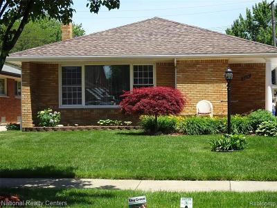 Harper Woods Single Family Home For Sale: 20291 Lennon St