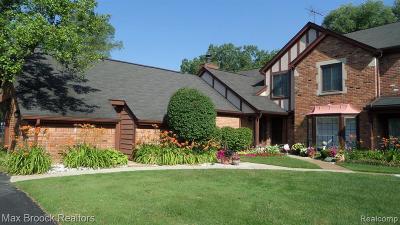 Auburn Hills Condo/Townhouse For Sale: 2651 Williamsburg Cir