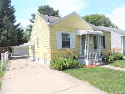 Harper Woods Single Family Home For Sale: 19008 Woodland St